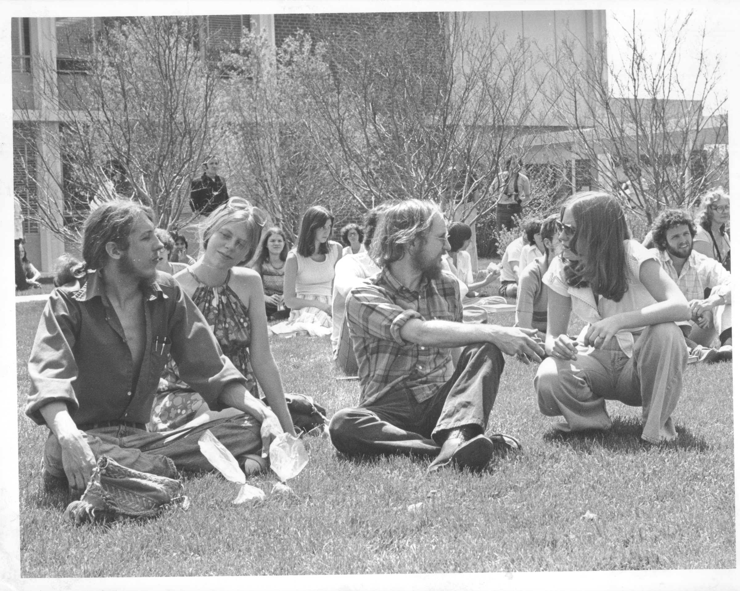 Fred Millar and students on the Quadrangle, April 5, 1977